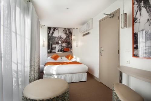 Hotel Mayet – Double Superior Room (street view)